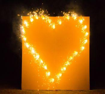 Brennendes Herz zur Hochzeit, Lichterbild